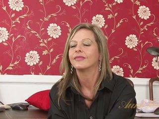Video outlander AuntJudys: Silken Thighs Lou