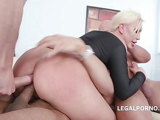 Big butt pretty good super slut Skylar Precedent-setting has will not hear of bore fisted coupled with fucked DAP