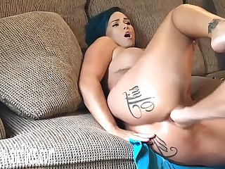 Fisting His Hot Wifes Pest Till She Squirts