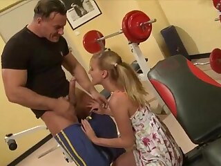 Malicious teen banged by muscly trainer apropos the gym